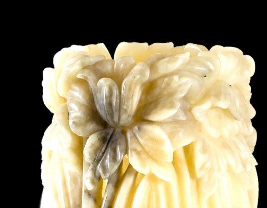 Vaso_ornamentale_alabastro_grigio_fiori