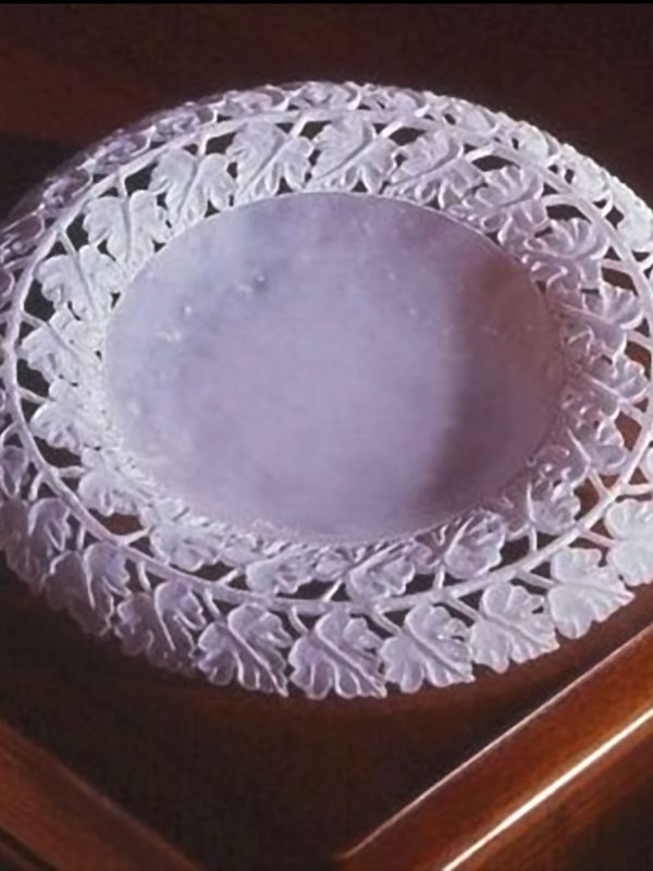 white_alabaster_embossed_vine_leaves_plate